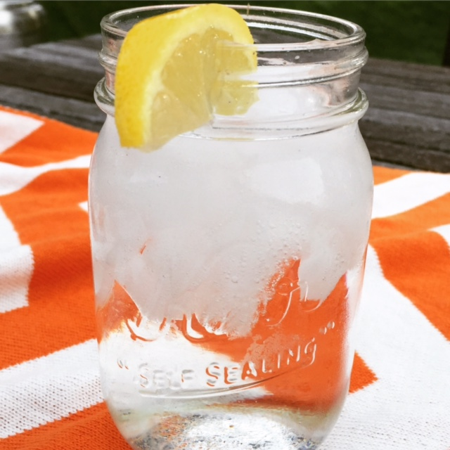 Mason jar with water and a slice of lemon EASY WAYS TO SAVE THE PLANET