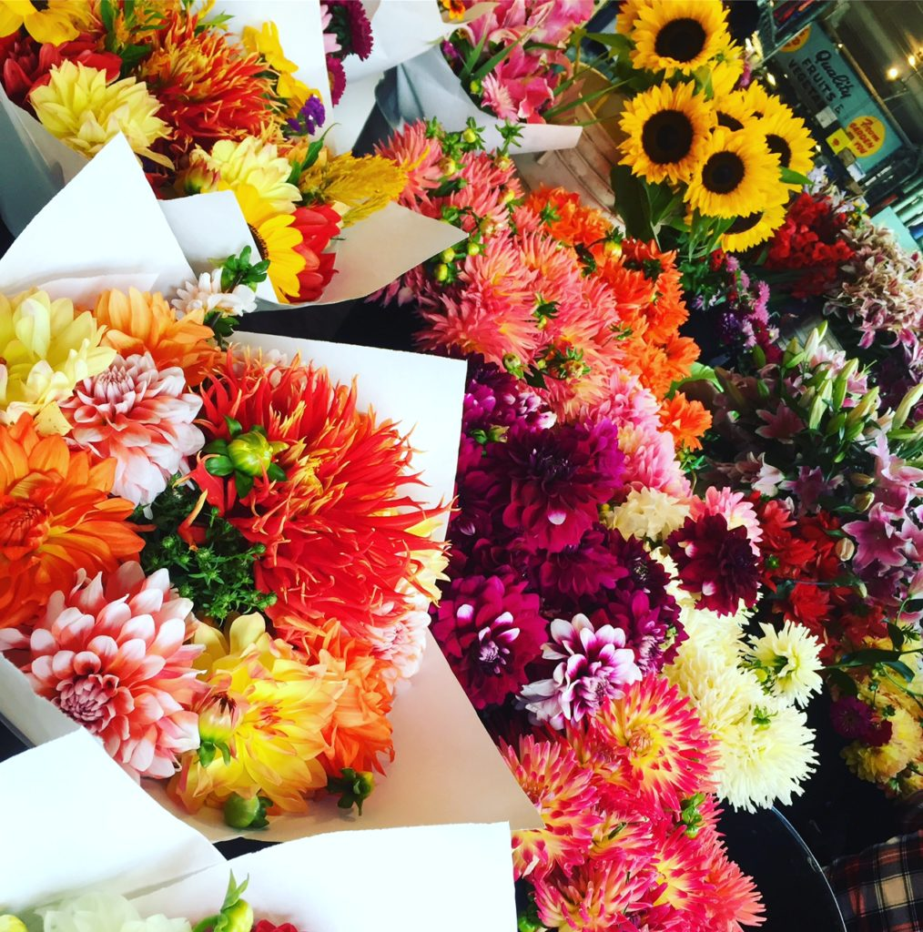 FLOWERS - SEATTLE CITY GUIDE - PIKE PLACE MARKET